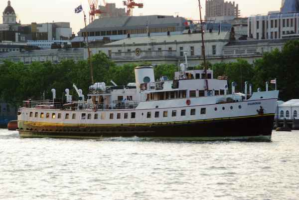 Balmoral cruises through the Upper Pool