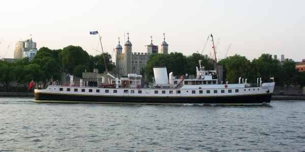 Balmoral cruises past the Tower of London